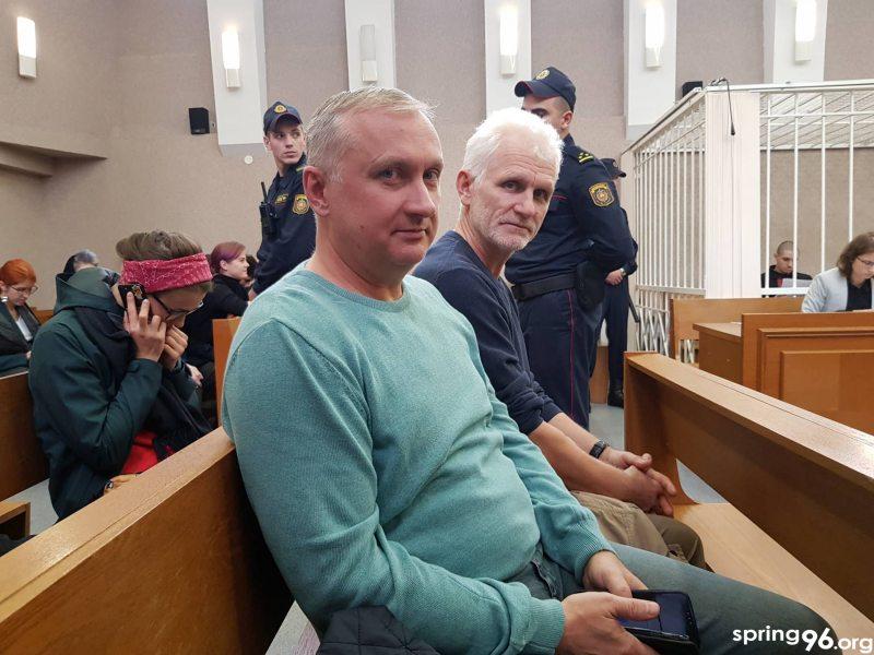 Праваабарронцы Павел Сапелка і Алесь Бяляцкі з судзе