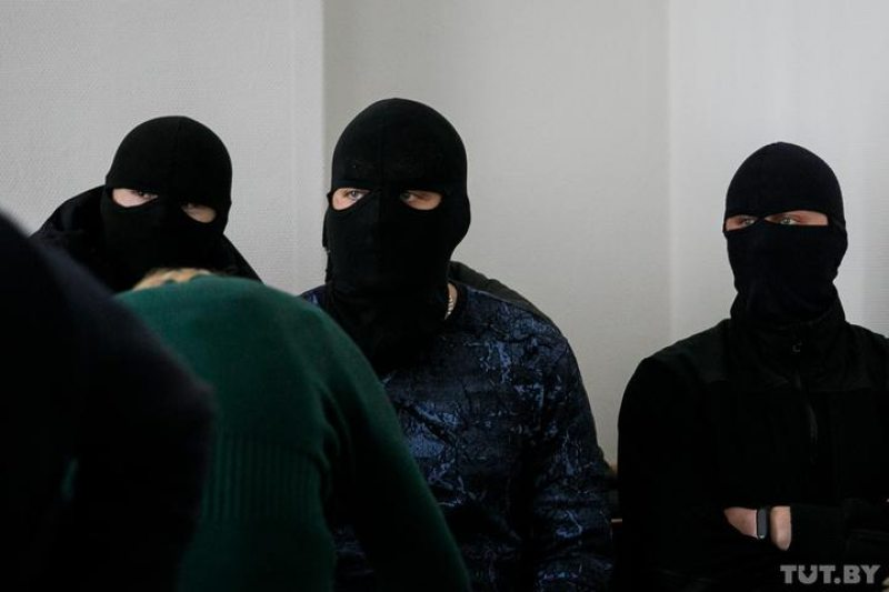 Riot police officers named as victims in the case during the trial of the Mirontsava sisters. Photo: tut.by