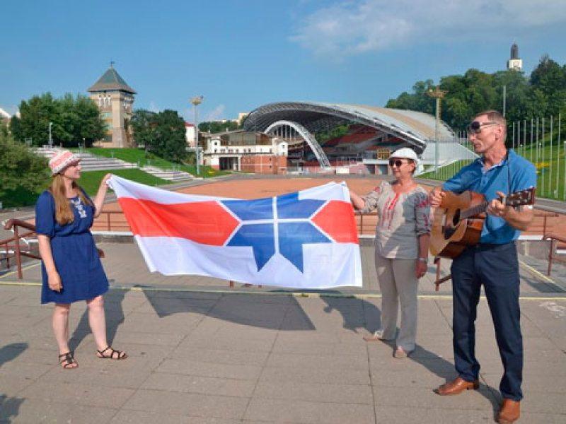Алена Шабуня, Таццяна Севярынец і Георгі Станкевіч падчас пікета 27 ліпеня 2016 года ў Віцебскую