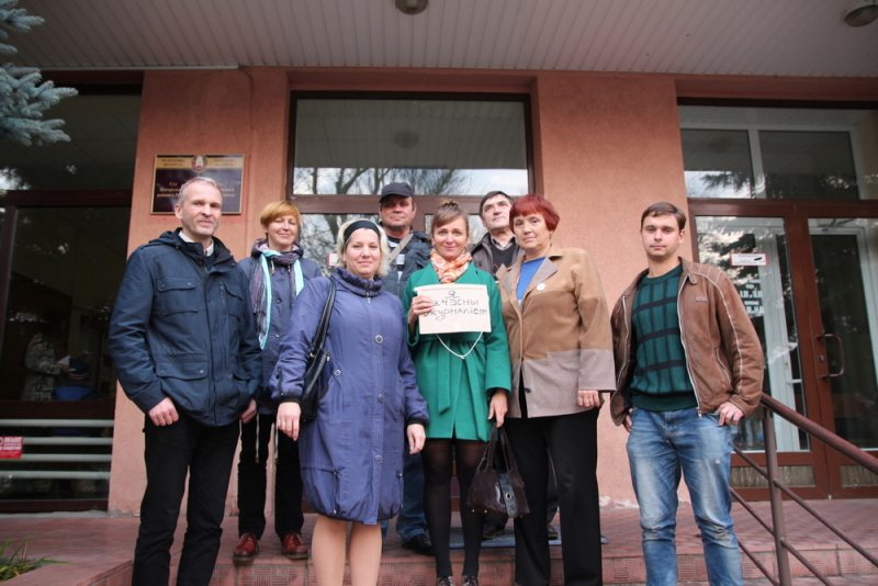 Пасля суду над журналісткай Ларысай Шчыраковай. Фота