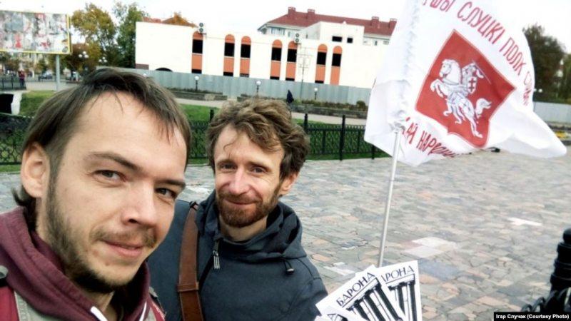 Пікет Ігара Случака і Юрыя Піваварчыка за мэмарыял Слуцкім паўстанцам
