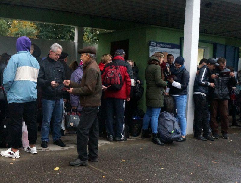 Інфармацыйная акцыя да Тыдня супраць смяротнага пакпрання ў Смаргоні 8 кастрычніка 2017 года.