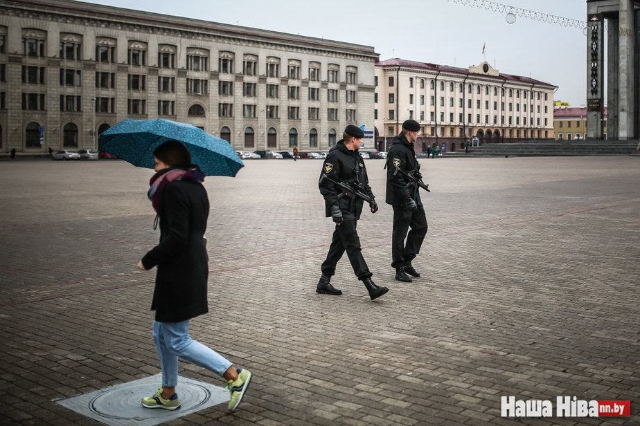 Armed policemen in Minsk's central Kastryčnickaja Square. 24 March 2017. Photo: nn.by