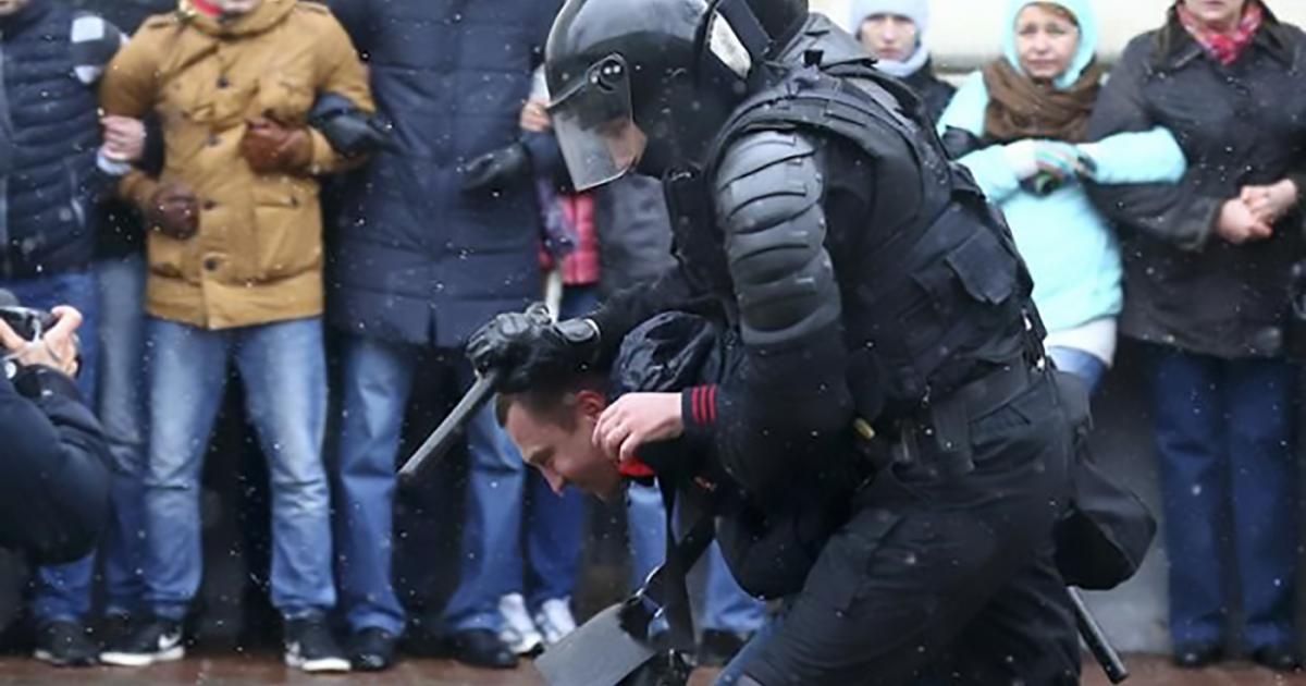 Затрыманне падчас мітынгу ў Мінску 25 сакавіка. Фота: Vasily Fedosenko/Reuters