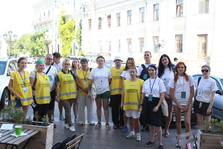 Украінскія назіральнікі з «ОЗОН» і валанцёры Праваабарончага цэнтру «Вясна» у якасці прадстаўнікоў Міжнароднай сеткі назіральнікаў