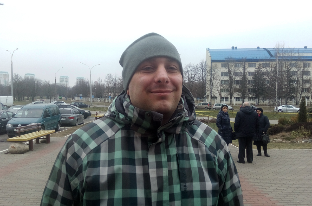 Andrei Bialiauski outside the courthouse in Minsk. 11 January 2018