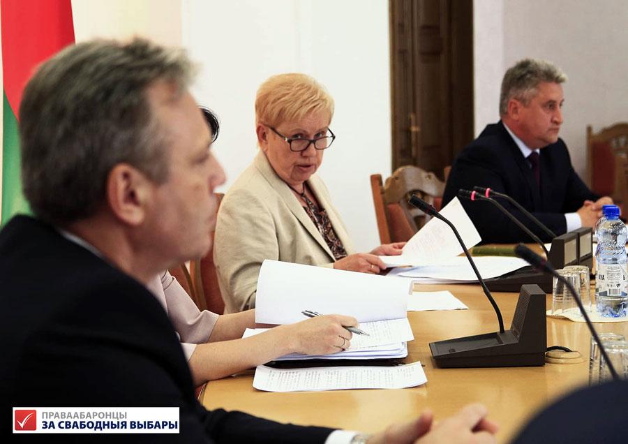 Старшыня ЦВК Лідзія Ярмошына пад час прэс-канферэнцыі