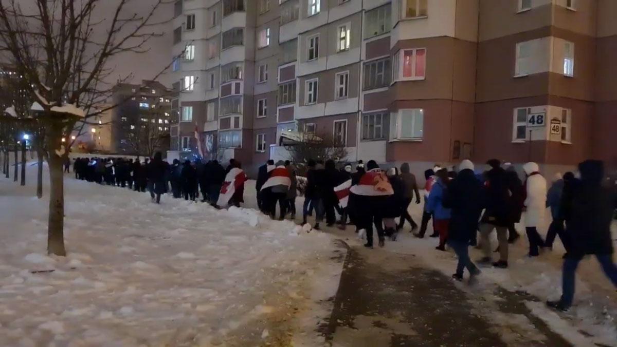 Дваровы марш у Фрунзенскім раёне 12 студзеня. Скрыншот відэа