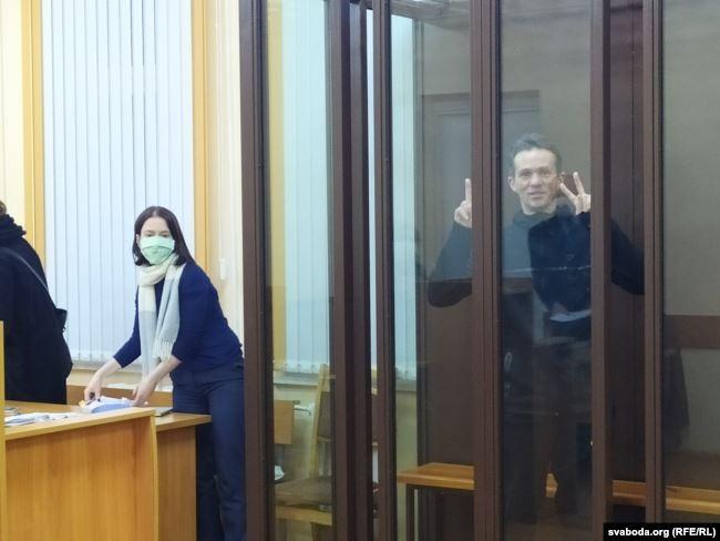 Алег Фамін з адвакатам. Фота: Радыё Свабода.