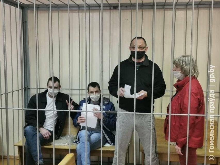 Суд над сябрамі ініцыятыўнай групы Святланы Ціханоўскай у Гомелі 12 красавіка.