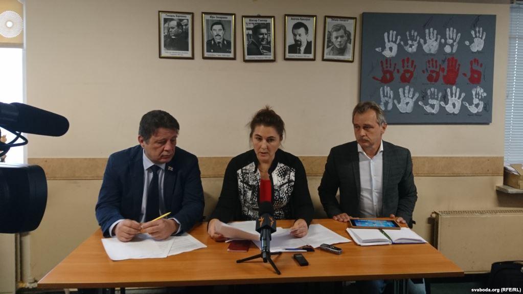 Мікалай Казлоў, Ганна Красуліна, Анатоль Лябедзька падчас прэс-канфэрэнцыі