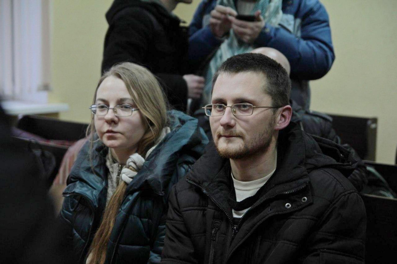 Наталля Спірыдонава і Алесь Круткін на судзе. Фота Зміцера Казлова (Шэры кот)