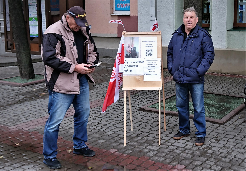 Васіль Курушын (злева) падчас аднаго з пікетаў. Фота: mspring.online
