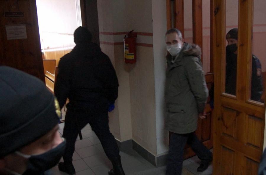 """Уладзімір Малахоўскі на выхадзе з залы суда. Фота """"Віцебскай Вясны"""""""