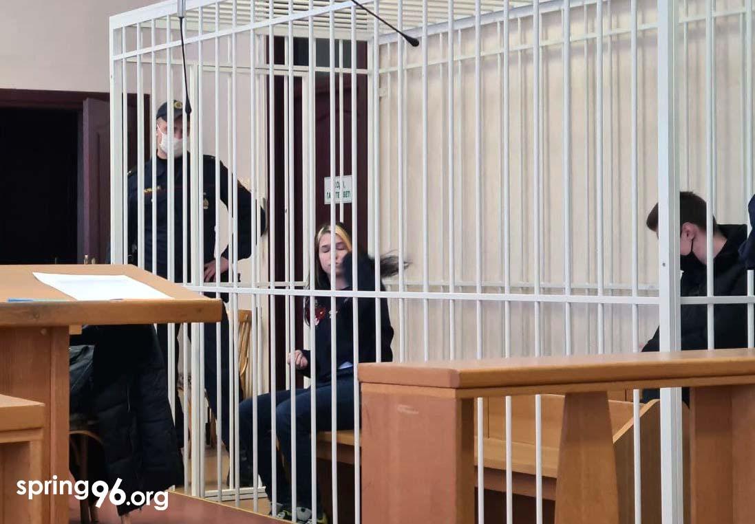 Сафія і Ціхан у залі суда