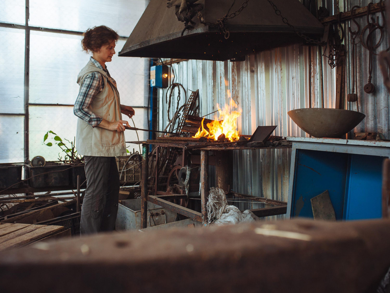 Женщина-кузнец Оксана Кирилюк. Фото Еврорадио