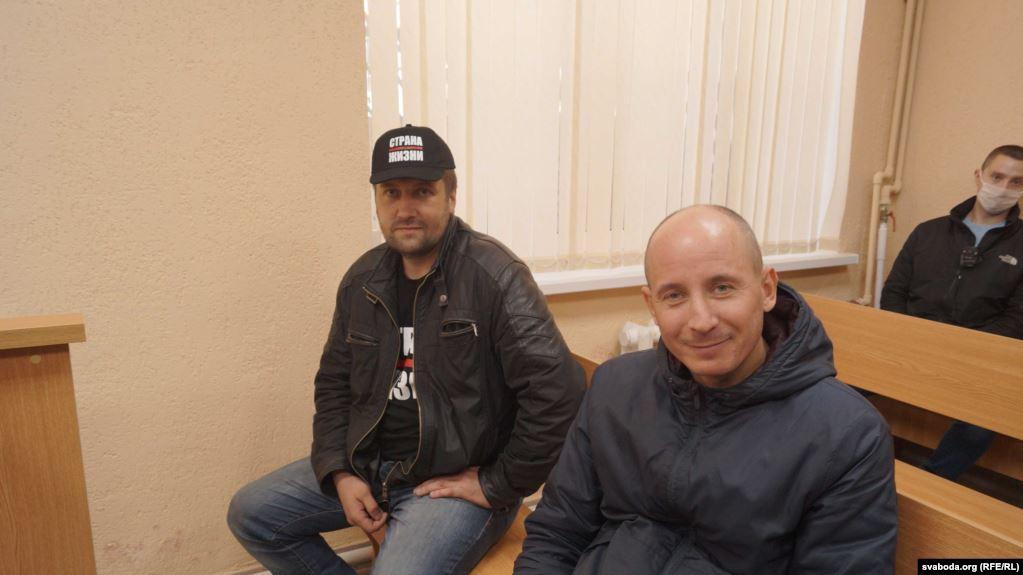Аляксандар Арановіч (зьлева) і блогер Уладзімер Няронскі. Фота: Радыё Свабода.