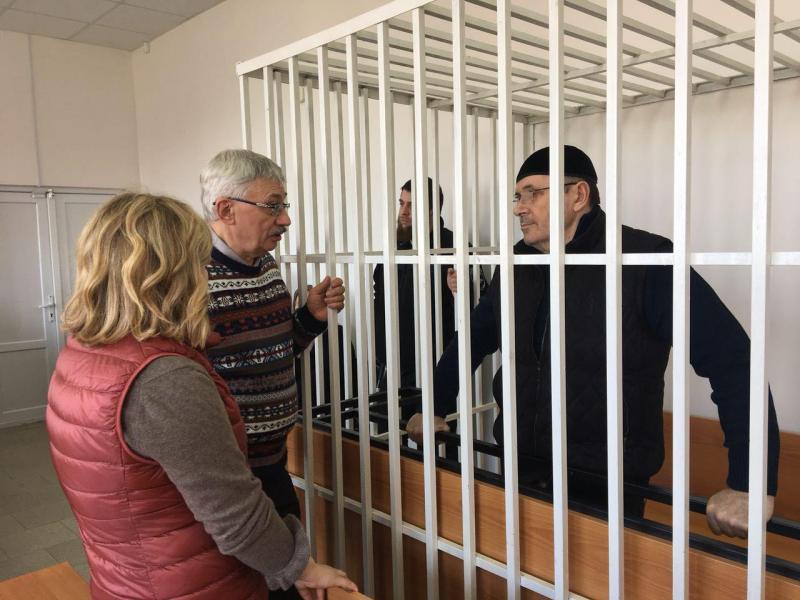 Суд вГрозном продлил арест правозащитника Оюба Титиева