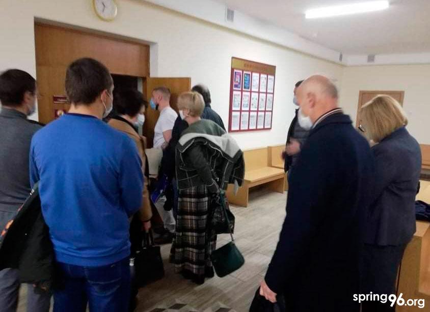 Перад пачаткам сужовага паседжання па справе Паляка і Зімніцкага.
