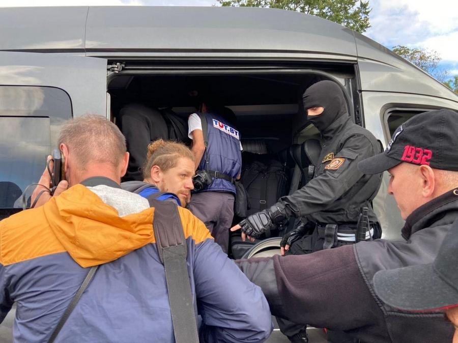 Journalists detained by riot police ahead of a protest in Minsk. August 28, 2020. Photo: nn.by