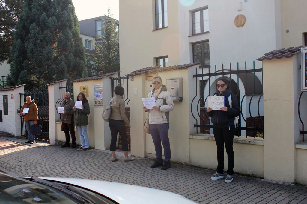Picket near the Belarusian Embassy in Prague. October 11, 2015