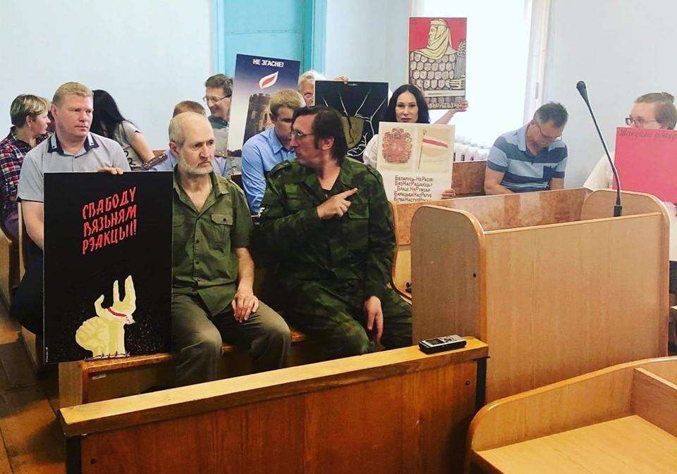 Суд над Алесем Пушкіным за перфоманс. 10.06.2019. Фота з Facebook