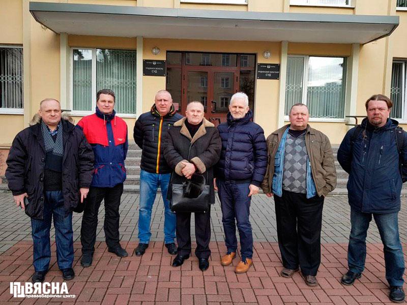 Грамадскія актывісты і праваабаронцы прыйшлі падтрымаць Мікалая Саляніка у Гарадзенскім абласным судзе.