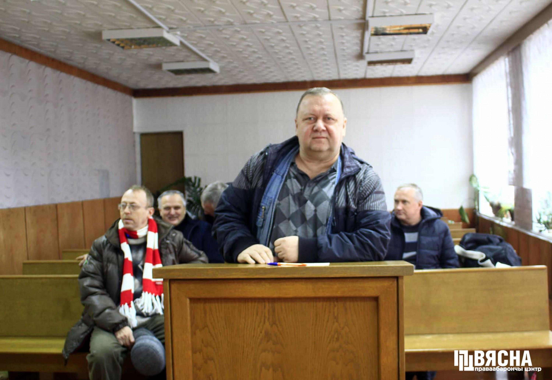 """Суд над Віктарам Сазонавым у Свіслачы. Фота: ПЦ """"Вясна""""."""