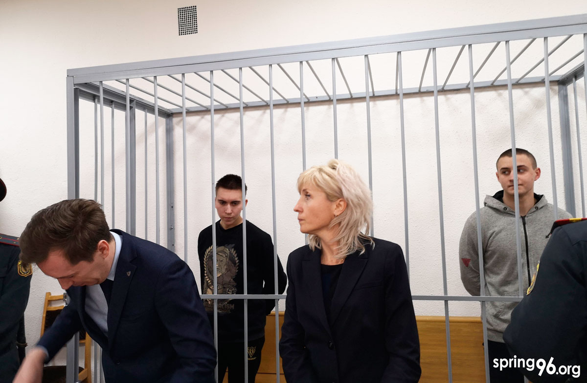 Mikita Yemialiyanau and Ivan Komar on trial at the Minsk Saviecki District Court. February 12, 2020