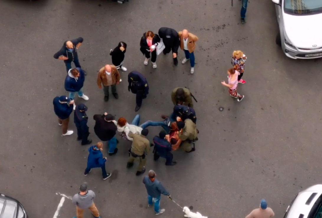 """Затрыманне на """"Плошчы перамен"""" у Мінску. Скрыншот з відэа @motolkohelp"""