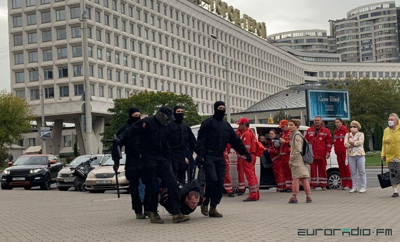 Затрыманне пратэстоўца ў Мінску 27 верасня. Фота Еўрарадыё