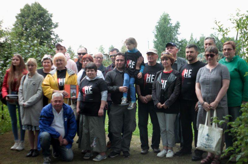 Участники летнего фестиваля супараць смертной казни в Ставрах. Фото Ивана Иванова.
