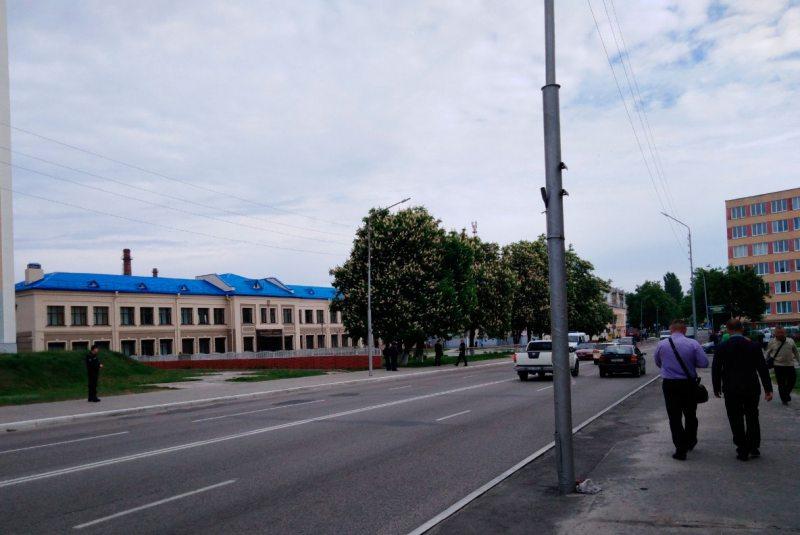 Оцепление вокруг здания Мозырского суда. Фото ПЦ «Вясна».