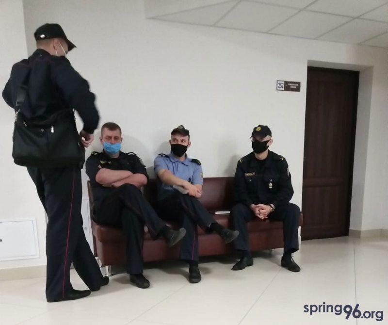 Милиционеры-свидетели в суде Ленинского района г. Бреста. Фото spring96.org