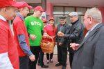 У Калінкавічах БСРМ правёў акцыю «Мы за будучыню незалежнай Беларусі!»  з раздачай яблыкаў
