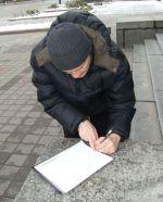 Алег Волчак падпісвае петыцыю