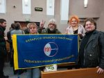 Activists display the REP trade union flag during an appeal hearing at the Minsk City Court. November 9, 2018