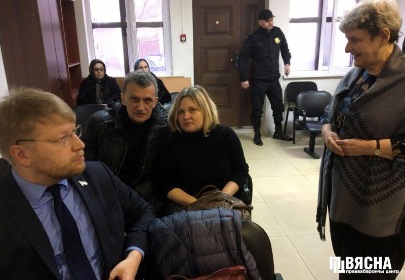 Oyub Titiev trial. Deputy chairman of the Yabloko party, Nikolai Rybakov, journalists Siarhei Sys (Belarus), Elena Milashina (Novaya Gazeta) and human rights activist Svetlana Gannushkina. Photo: HRC