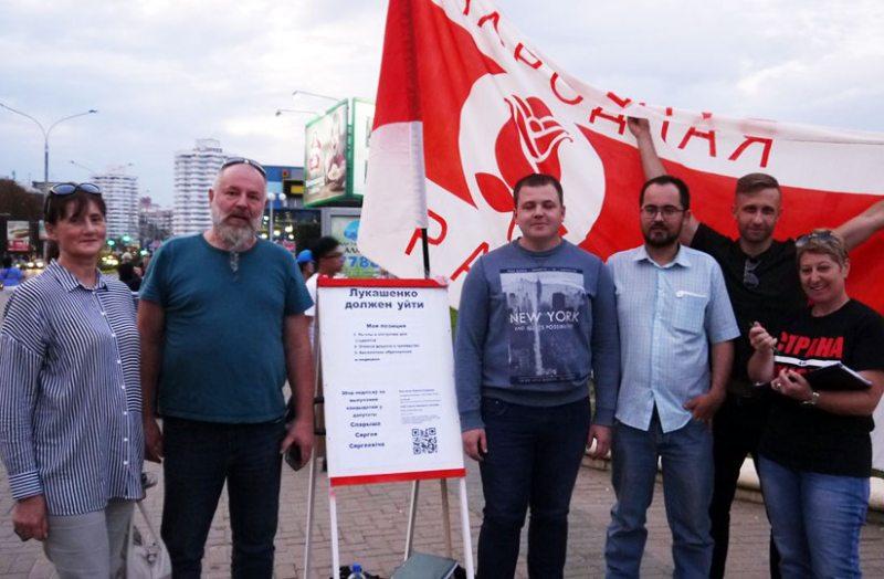 Валентин Троцкий (второй слева). Фото со страницы в фейсбуке Марины Адамович.