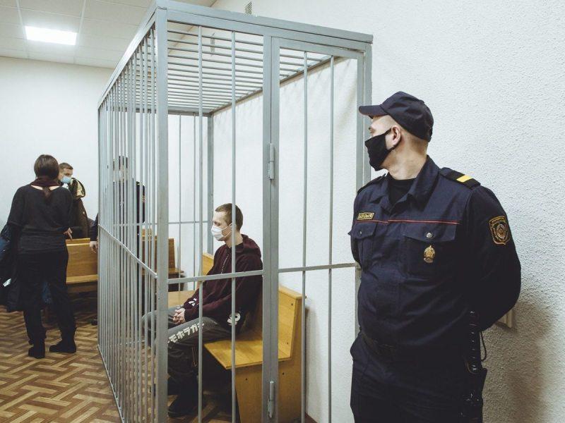 Арцём Вінакураў у судзе. Фота: dev.by