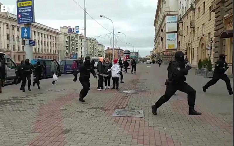 Затрыманні ў Мінску 17 кастрычніка. Скрыншот з відэа.