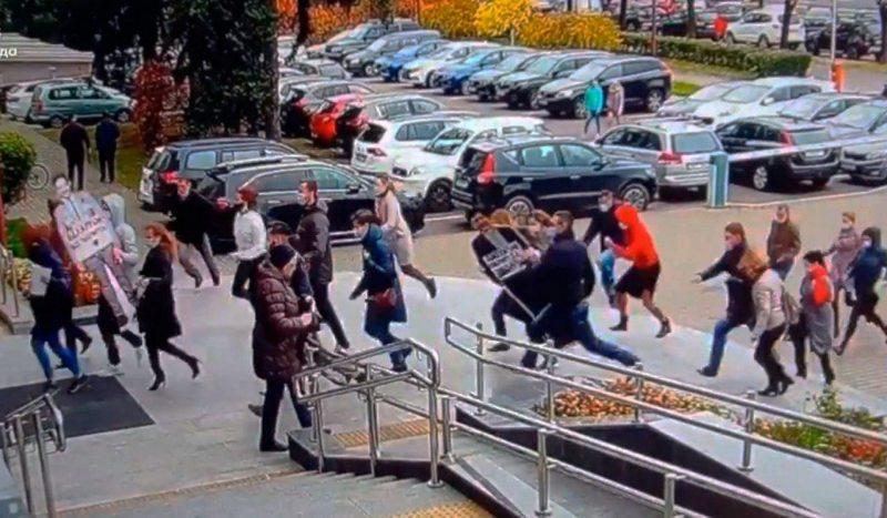 Момант затрымання супрацоўнікаў МТС трапіў на камеры відэаназірання